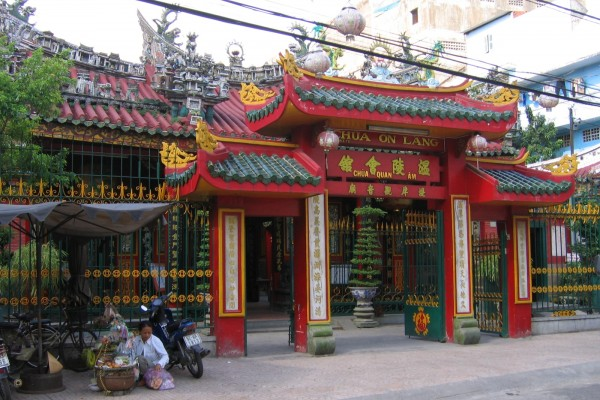 Quan Am Pagoda, Chinese Town in Saigon, Saigon Travel Guide, Saigon City Tour