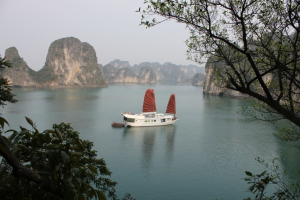 Bai Tu Long Bay, Halong City, Halong Cruise