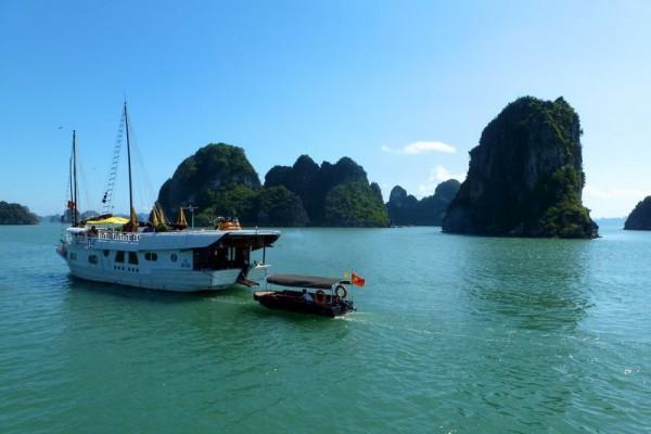 Halong Bay, Halong Bay Tour, Halong Bay Travel Guide