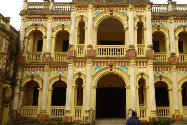 Hoang A Tuong Palacec, Bac Ha, Bac Ha Tour