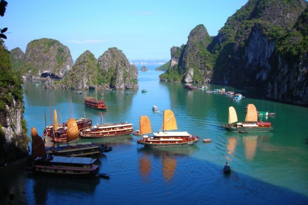 Hon Gai Harbour, Halong Bay, Sung Sot Cave