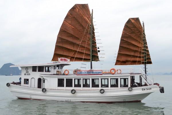 halong boat trip, halong tour, halong bay vietnam travel guide