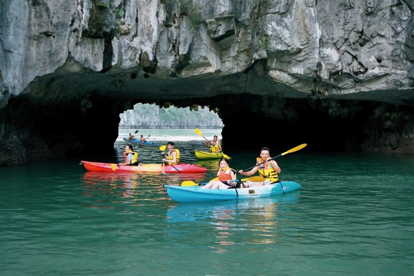Luon Cave, Halong Bay, Halong Boat Trip, halong bay vietnam travel guide