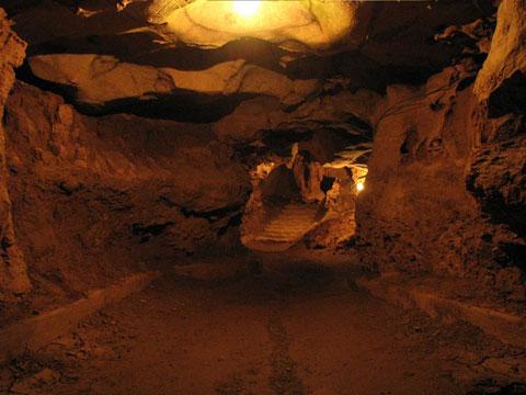 Ngu Dong Son Cave, Ha Nam