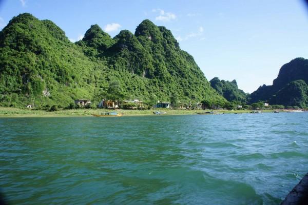 Nhat Le River, Phong Nha Caves