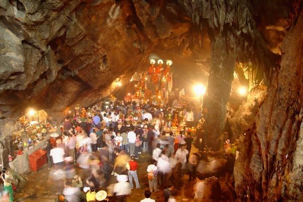 Huong Tich Grotto , Perfume Pagoda