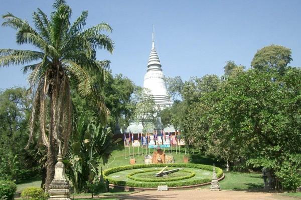 Wat Phnom, Phnom Penh, Cambodia Travel Guide