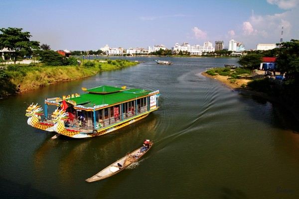 tour to perfume river hue, huong river cruise tour