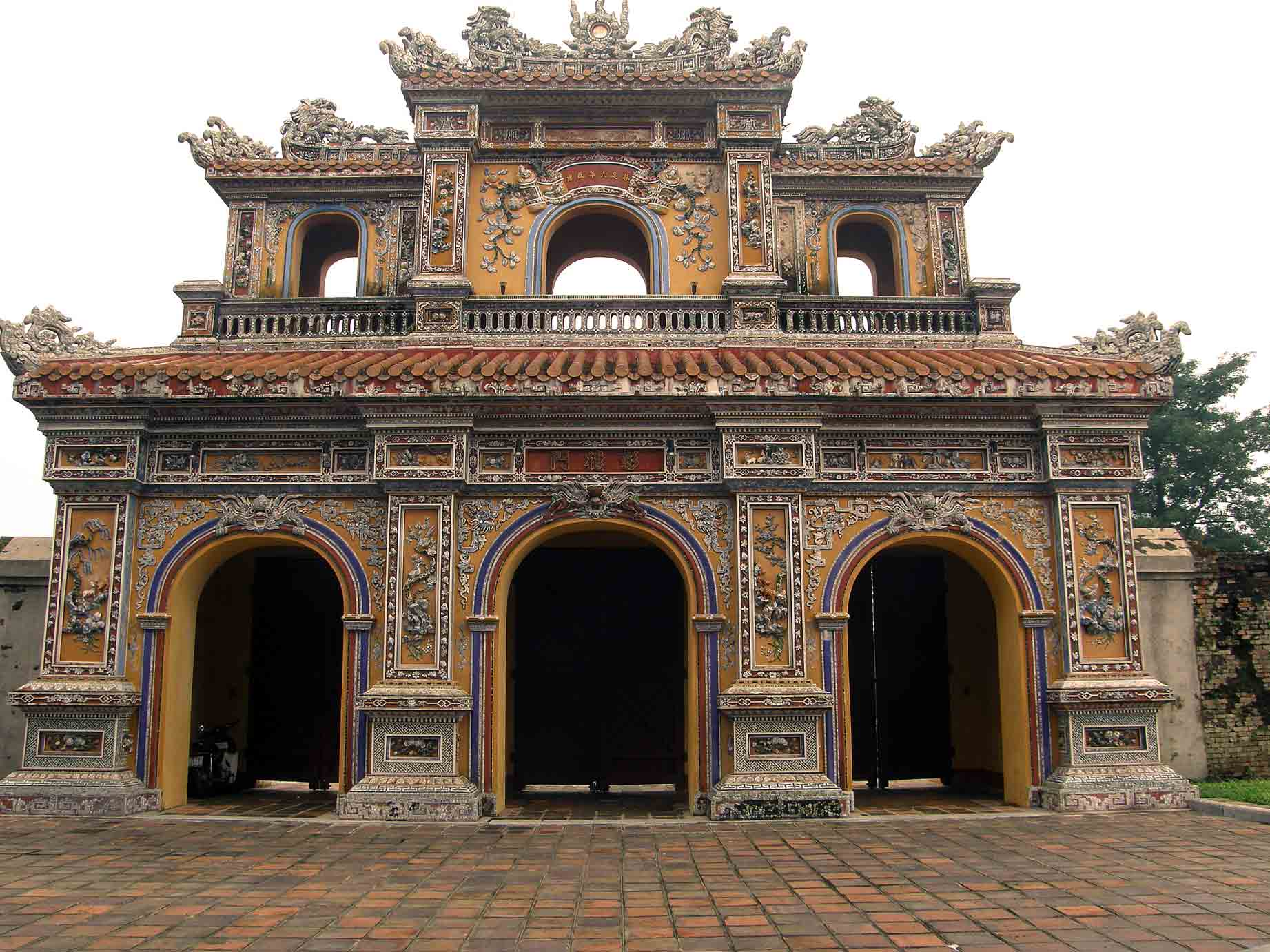 hue city Hue city is one of places which have many cultural heritage up to now, there is no place like hue remaining a lot of originally historical vestiges as in this ancient capital city.