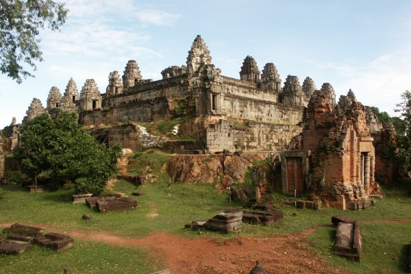 Phnom Bakheng Hill Temple, Siem Reap Tour, Vietnam tailor made holiday, Vietnam Tours, Vietnam, Tour