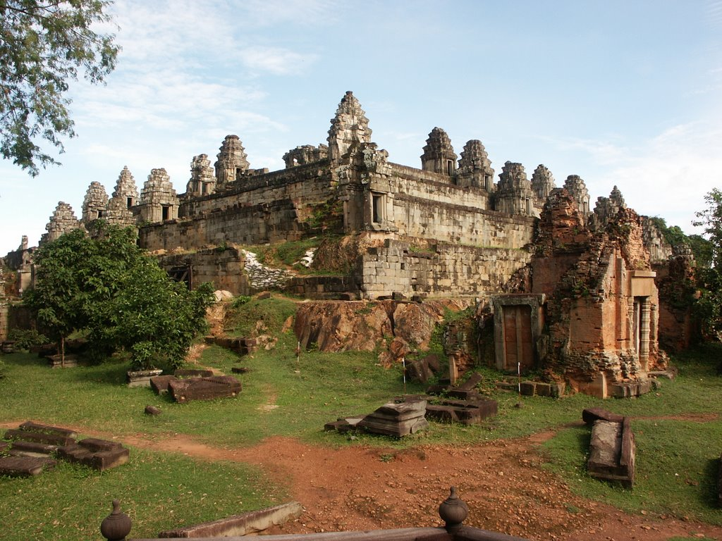 Article: A 2 Day Angkor Temples Itinerary | YesNomads  |Phnom Bakheng Temple
