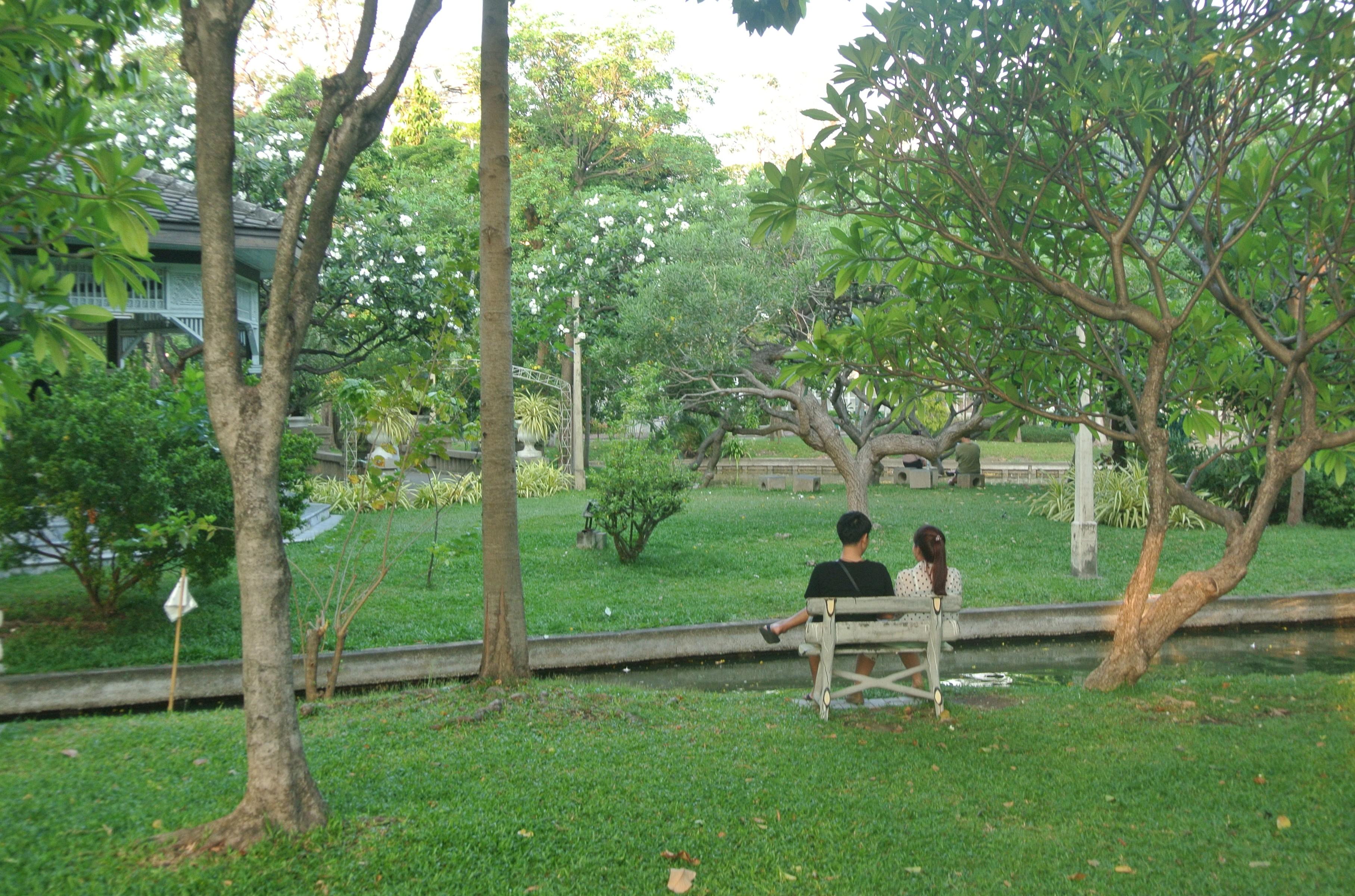 Saranrom Royal Garden Travel Guide, Photos & Cheap Tour