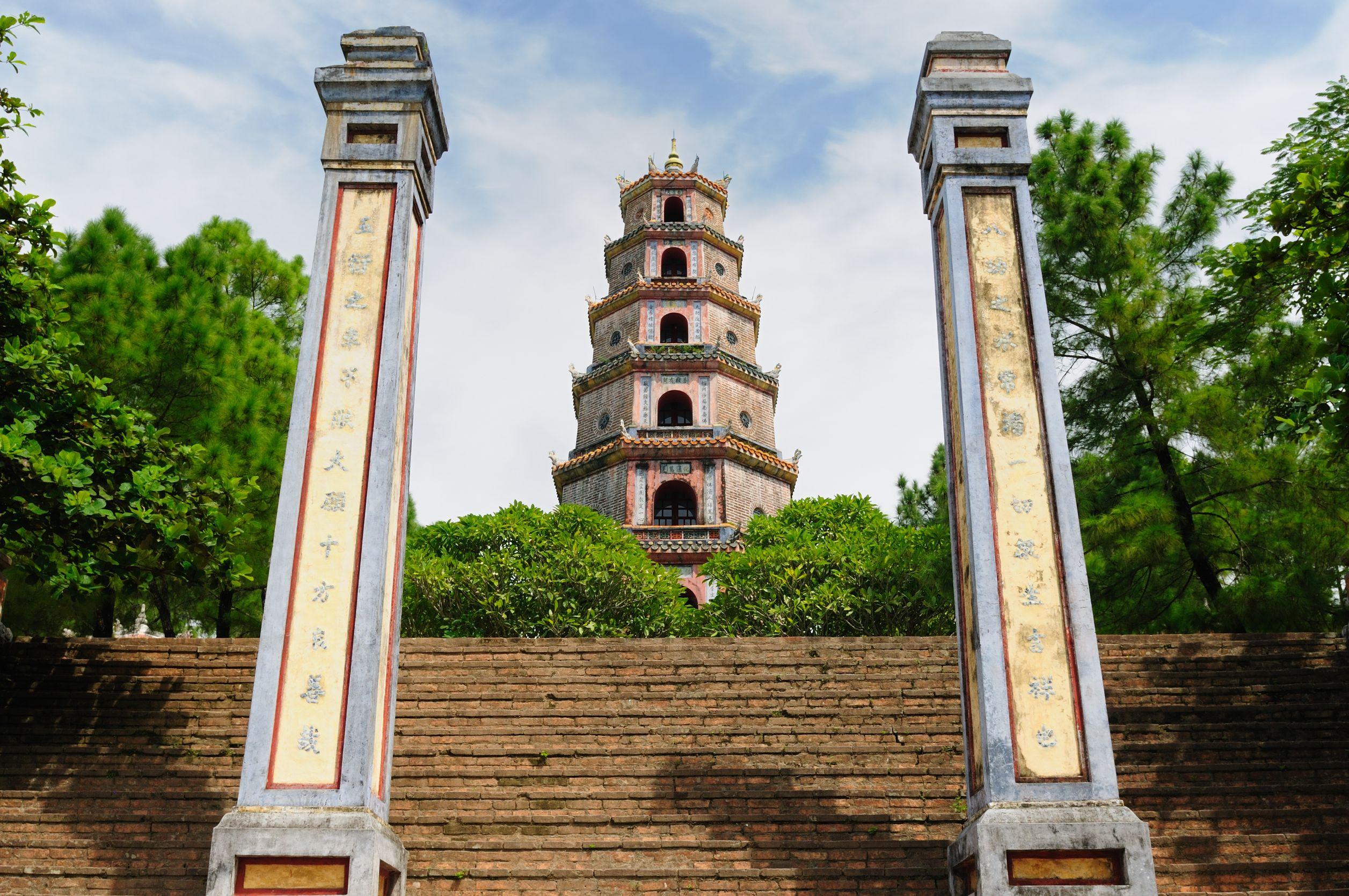 Kết quả hình ảnh cho thiên mụ pagoda