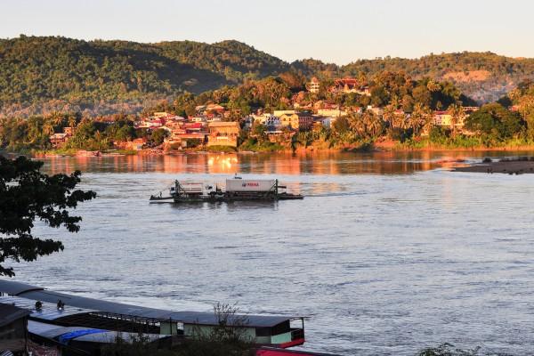 travel chiang khong thailand