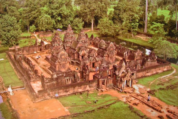 This sandstone temple is often called ''A jewel of Khmer art'