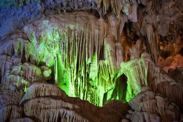 halong caves