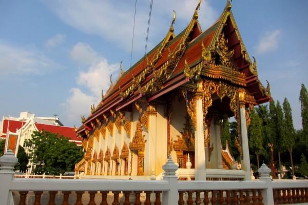 Wat Chai Mongkol, Wat Chai Mongkol Temple, Pattaya Travel, Beach