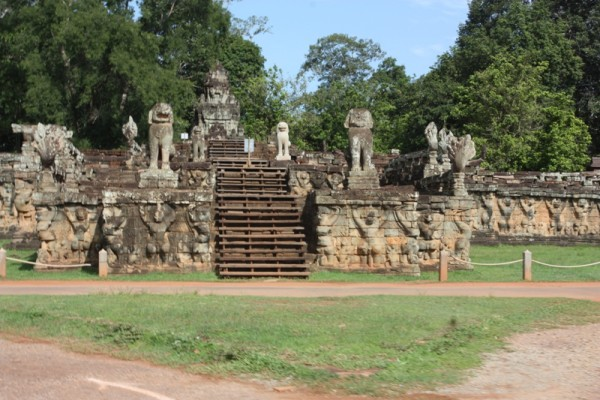 Terrace of the leper king travel guide siem reap cambodia for Terrace of the leper king