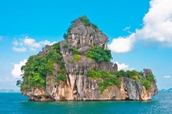 dog islet, Halong Bay, Vietnam Cruise