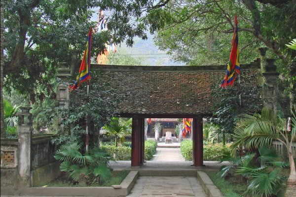 famous pagodas tour vietnam